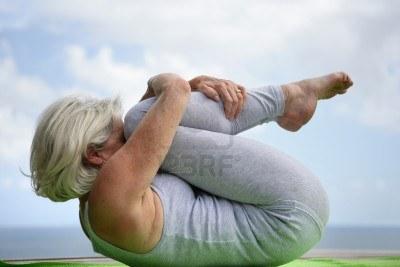 14210205-donna-in-possesso-di-una-posizione-yoga