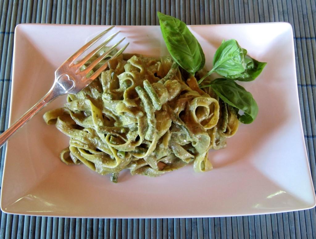 tagliatelle di mais con fagiolini e patate al pesto di basilico e pistacchi di Bronte